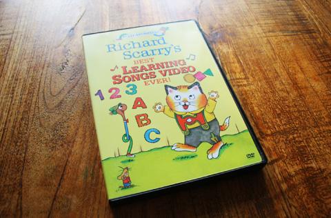 グズった子供がすぐに泣き止む!英語の歌DVD - Richard Scarry の Best Learning Songs Video Ever