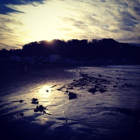 鎌倉の海岸で、初日の出。あけましておめでとうございます。