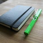 お気に入りの万年筆「LAMY safari」2012年限定色グリーン、届きました。