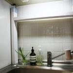 キッチンに、小さな棚を手作りする。