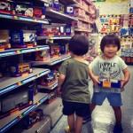 子供たちの夢の国!ヨドバシのおもちゃ売り場で『ニューブロック』を購入