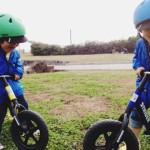 3才双子とストライダー
