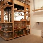 鎌倉の新居で、オープンキッチンを手作りする。