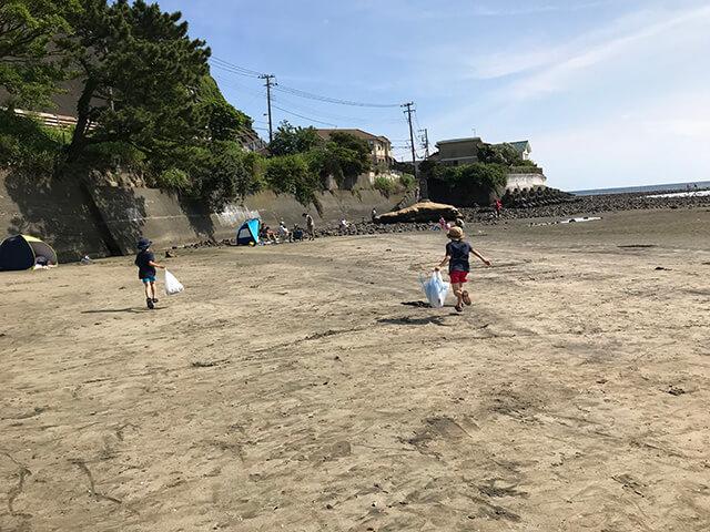 和賀江島で磯遊び、待ちきれずダッシュ